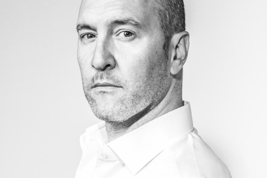 retrato Javier Barrio diseñador alta costura desde Galicia.