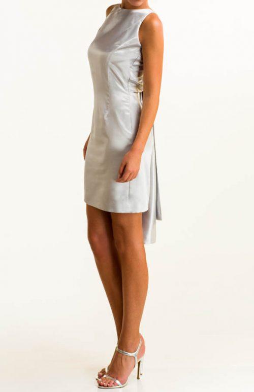 Vestido corto en tejido satén plata