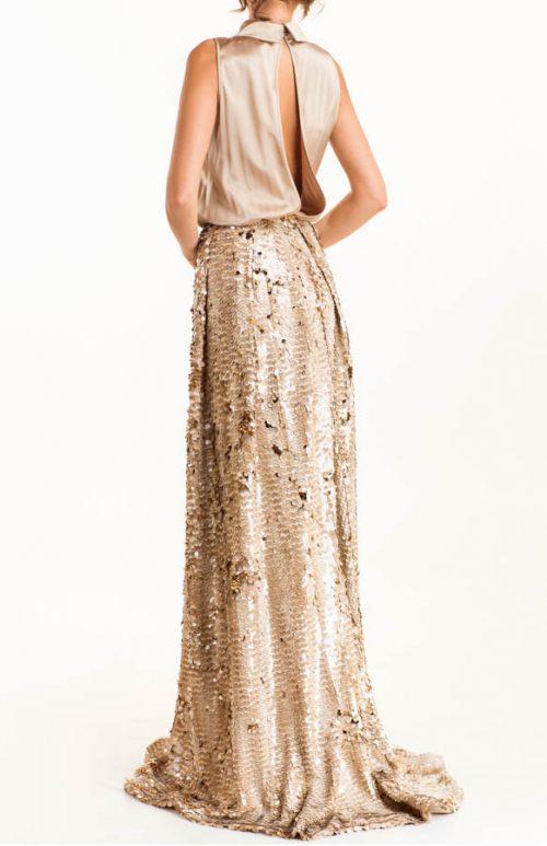 IMG 0348 Editar 500x773 - Vestido dorado largo con cuello camisa en tejido satén y lentejuelas deslizantes