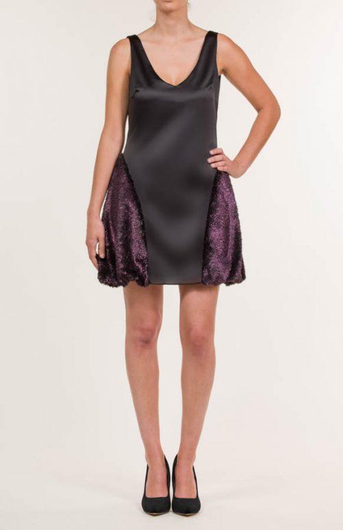 c 18 0345 001488 jb lb 18 1073 2 500x773 - Vestido corto negro con pelo sintético rosa fucsia
