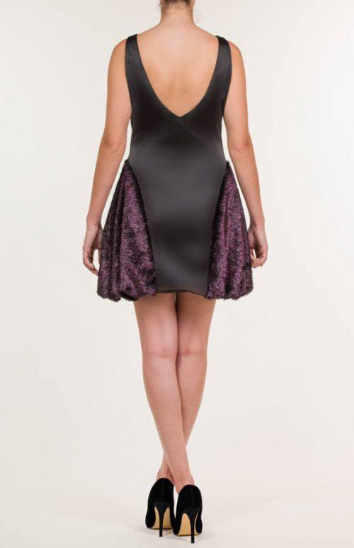 c 18 0345 001488 jb lb 18 1075 2 500x773 - Vestido corto negro con pelo sintético rosa fucsia