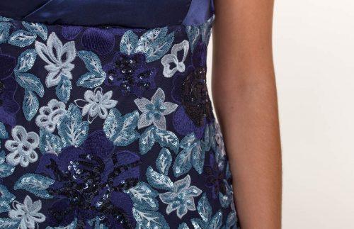 c 18 0345 001488 jb lb 18 1175 500x323 - Vestido corto azul marino bordado