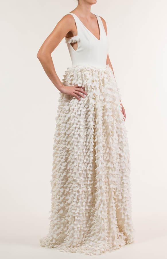 Vestido largo en tejido de pétalos bordados