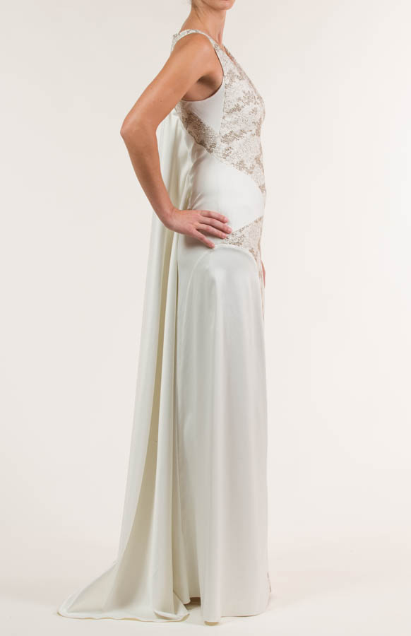 Vestido de novia largo de satén crema y siena