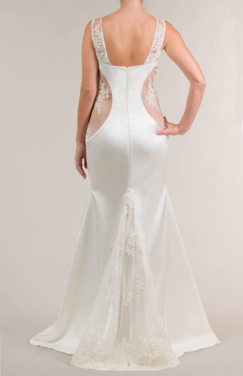 Vestido de novia largo de satén crema