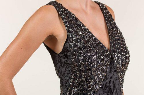c 18 0345 001488 jb lb 18 2223 500x333 - Vestido largo negro y plata en tejido de lentejuela bordada con transparencia, terciopelo y liso satén