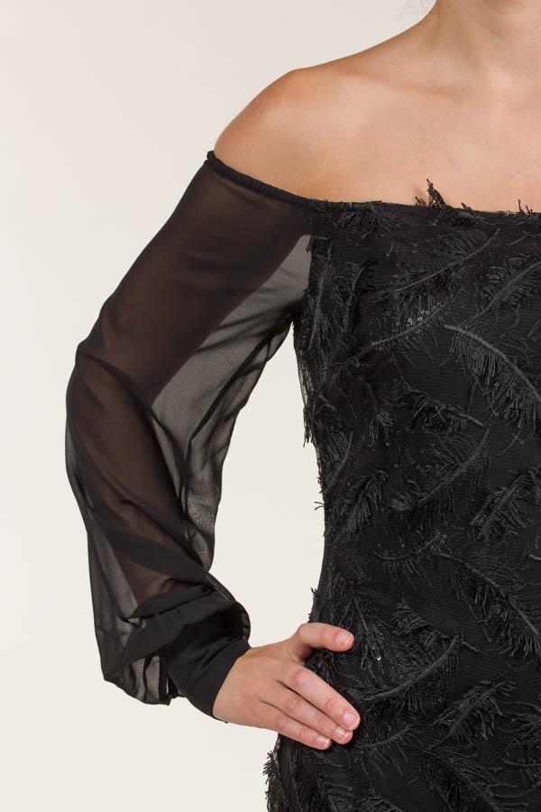 Vestido corto tejido bordado con mangas de seda