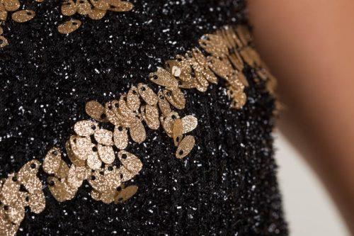 c 18 0345 001488 jb lb 18 2394 500x333 - Vestido corto negro con detalles dorados