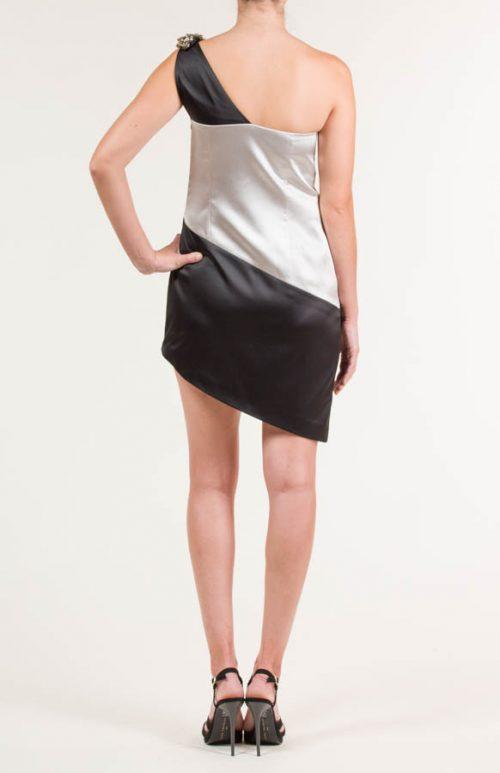 c 18 0345 001488 jb lb 18 2404 500x773 - Vestido corto con aplicación en hombro negro y plata
