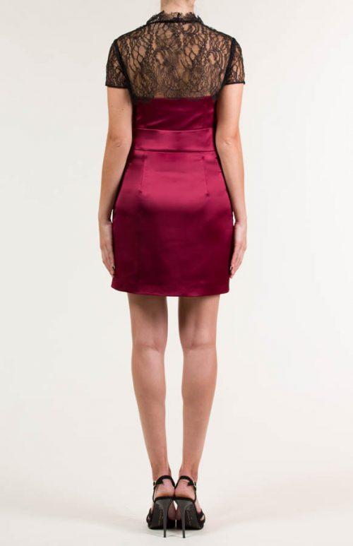 Vestido corto satén burdeos