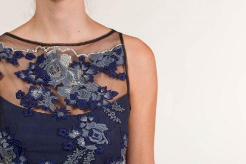 c 18 0345 001488 jb lb 18 2688 500x333 - Vestido corto bordado tul azul
