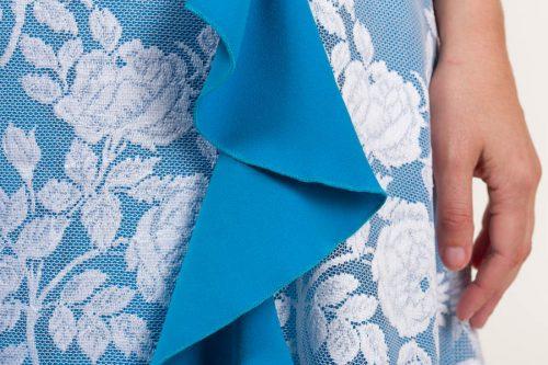 c 18 0345 001488 jb lb 18 2824 500x333 - Vestido largo de tejido de encaje con flores en azul
