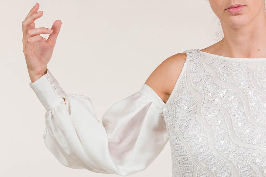Vestido corto seda blanco con pedrerías bordadas