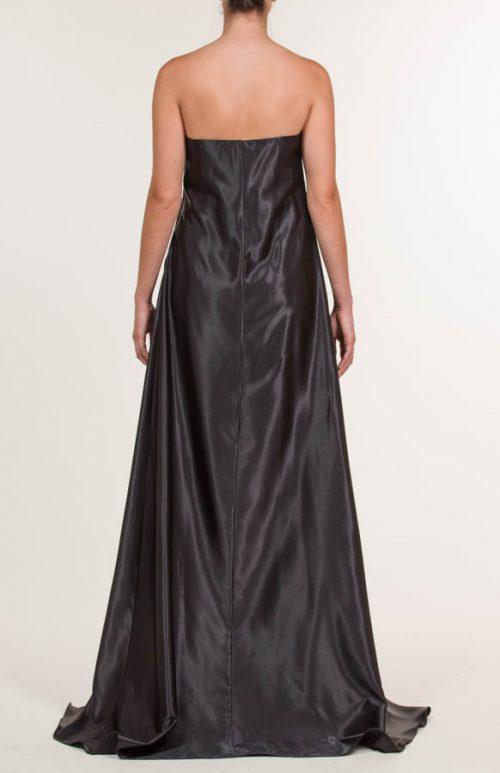 Vestido corto negro con capa y lentejuelas
