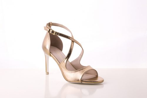 70A9567 500x333 - Leather sandals in golden color