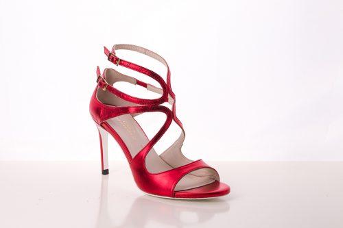 70A9583 500x333 - Sandalia de tacón en piel con cintas cruzadas en rojo brillante