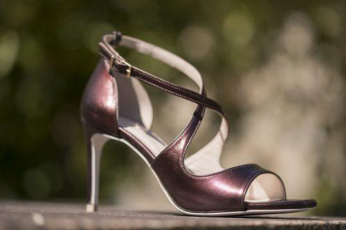 70A9657 500x333 - Sandalias de tacón en piel tono cobre