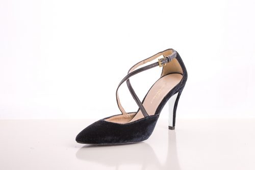 Zapato de tacón fino corte salón negro