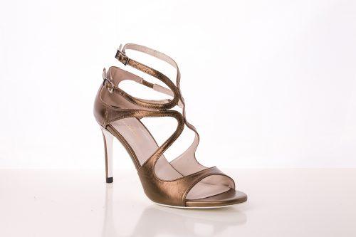 70A9588 500x333 - Sandalia de tacón en piel  tono cobre con tiras cruzadas