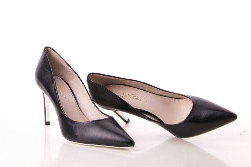Zapato de tacón corte salón en piel tono negro mate