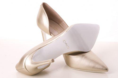 70A9620 500x333 - Zapato de tacón fino corte salón en dorado