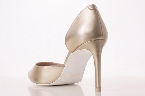 70A9621 500x333 - Zapato de tacón fino corte salón en dorado