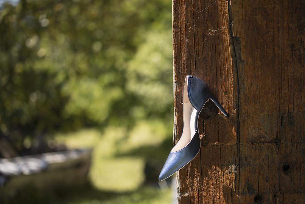 Zapato de tacón fino corte salón azul