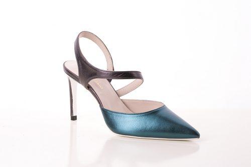 70A9825 500x333 - Zapato de tacón fino corte salón azul con cinta en talón